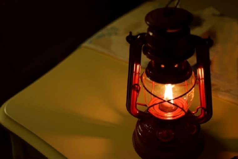 暗闇で光るランタン
