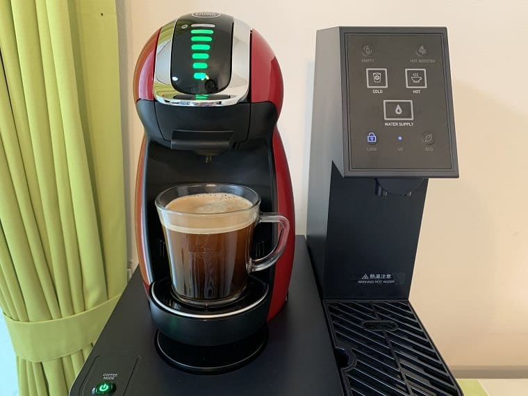 アクアウィズでコーヒーを淹れているところ