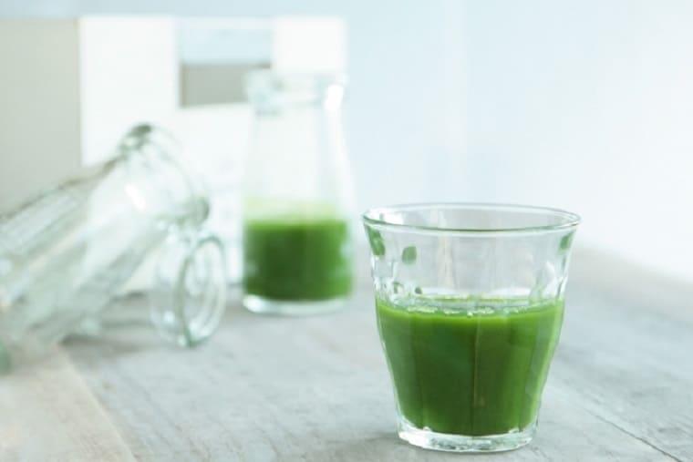 健康に良さそうな緑色のドリンクサプリ